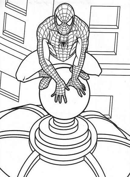 Coloriage Spiderman accroupi sur le toit d'un building