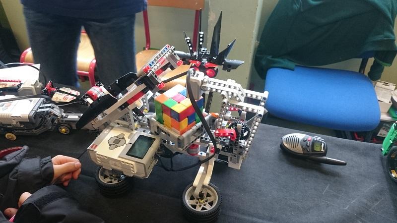 Lego MOC - Créations Légo - Robot qui fait un rubiks cube !
