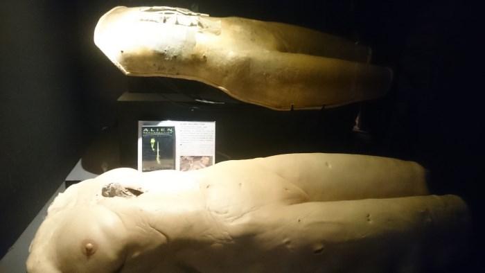 Musée miniature et cinéma de Lyon - Prothèse silicone de Sigourney Weaver qui accouche d'un alien