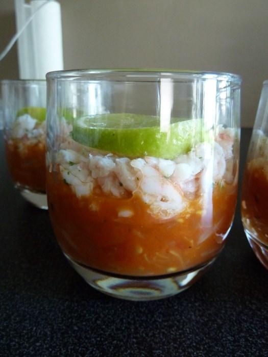 Recette de verrine fraiche crevettes-crabe et tomates-oignons - Montage terminé