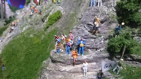 Miniworld à Lyon - Découverte, visite et avis - La montagne - Où est Charlie 2