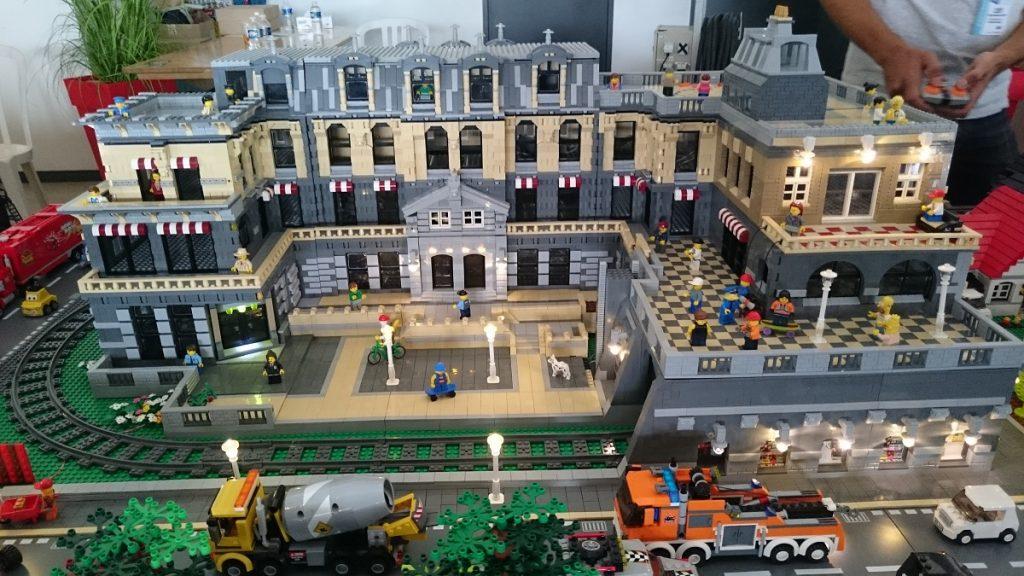 Lego MOC – Exposition Briqu'expo à Lyon - Hotel de ville