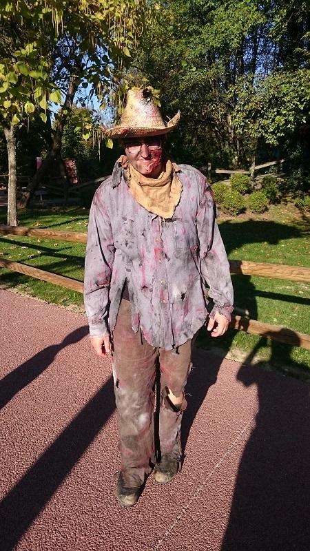 Découverte et avis sur Walibi Rhône-Alpes - Personnage déguisé du campement de la peur