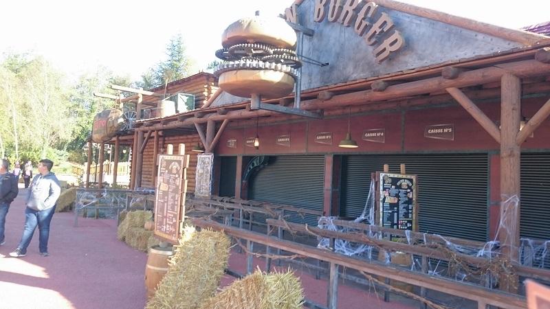 Découverte et avis sur Walibi Rhône-Alpes - Restaurant Golden Burger 1