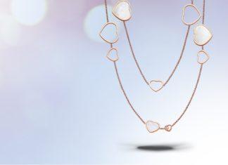 5 idées de bijoux à offrir à une maman