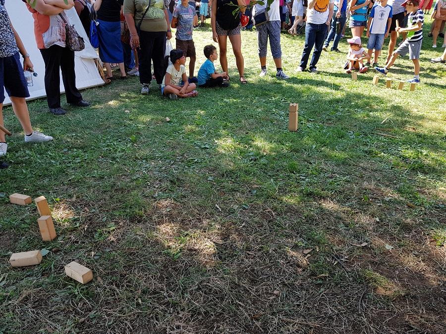 Campement viking à Lyon - Jeu pour enfants genre Molkky