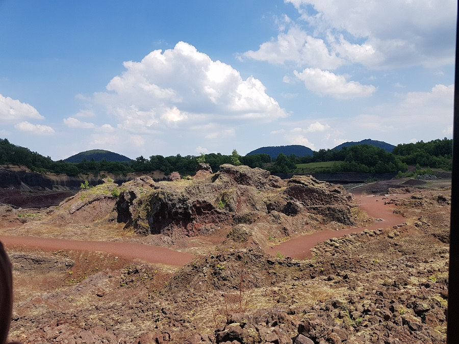 Volcan de Lemptégy - Les cheminées des 2 volcans du site volcanique