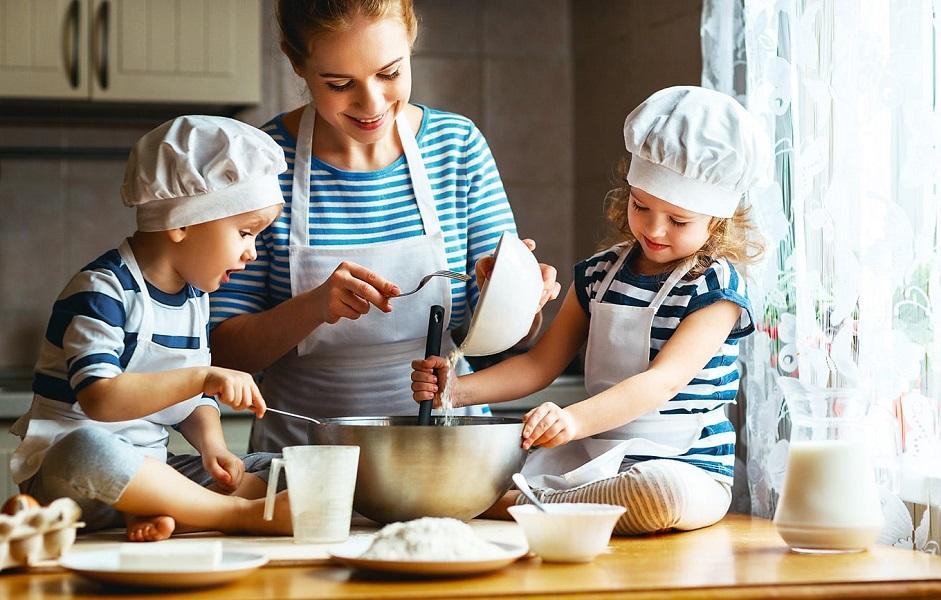 Apprendre à ses enfants à cuisiner - conseils et astuces