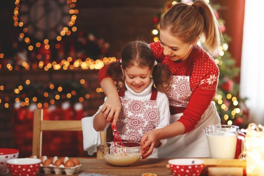4 activités Montessori pour un apprentissage ludique - Cuisiner entre enfants et parents