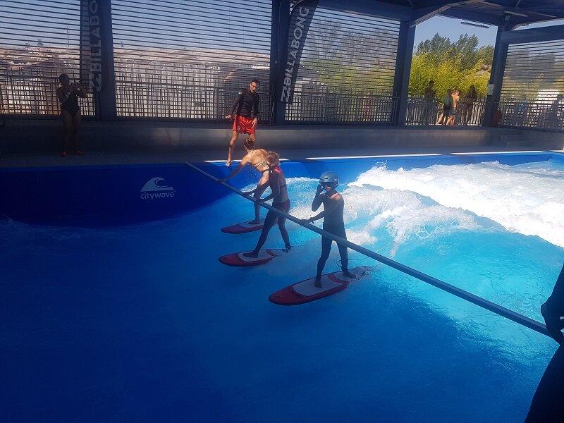 Test du surf à Wave Island